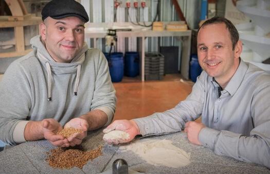 Conception-fabrication-vente-directe-de-Moulins-avec-meules-granit