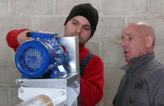 Sebastien et son oncle Pascal lors d'un chantier dans les Ardennes - 2006