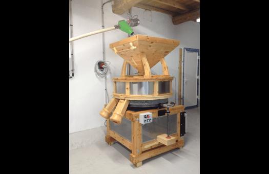 moulin-meules-granit-pour-production-farine-fraîche