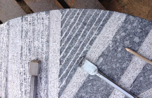 Moulins-Alma-Pro-professionnel-repiquage-des-meules-granit
